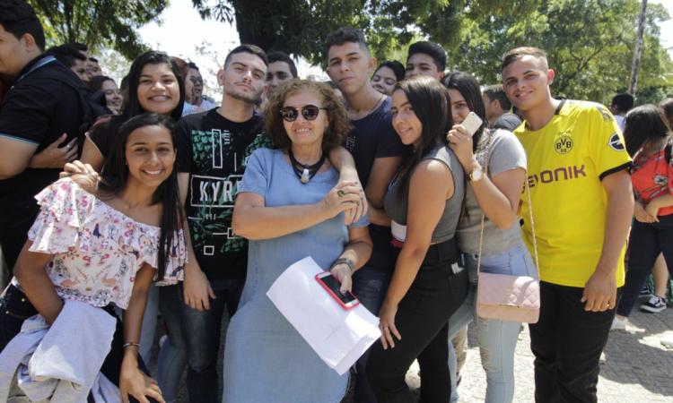 FORTALEZA, CE, BRASIL, 15.11.2019: Saida dos alunos do vestibular da Universidade Estadual do Ceará - UECE (Foto: Sandro Valentim/O POVO).