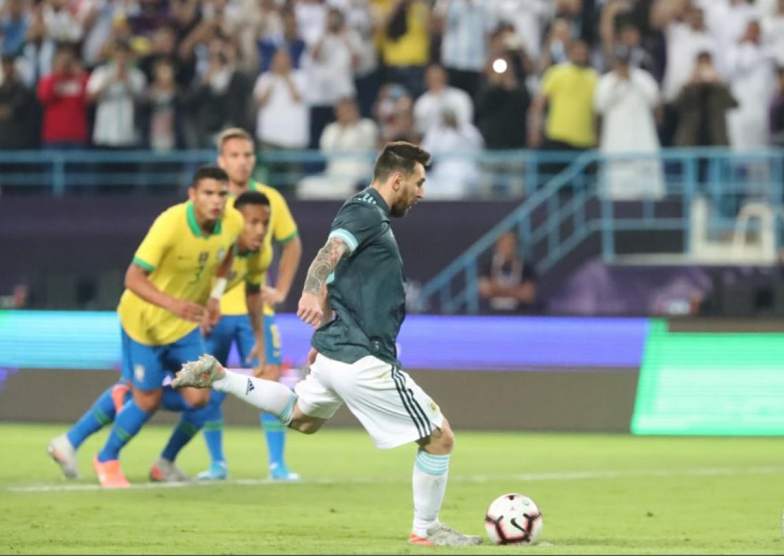 Messi fez o gol da vitória dos hermanos
