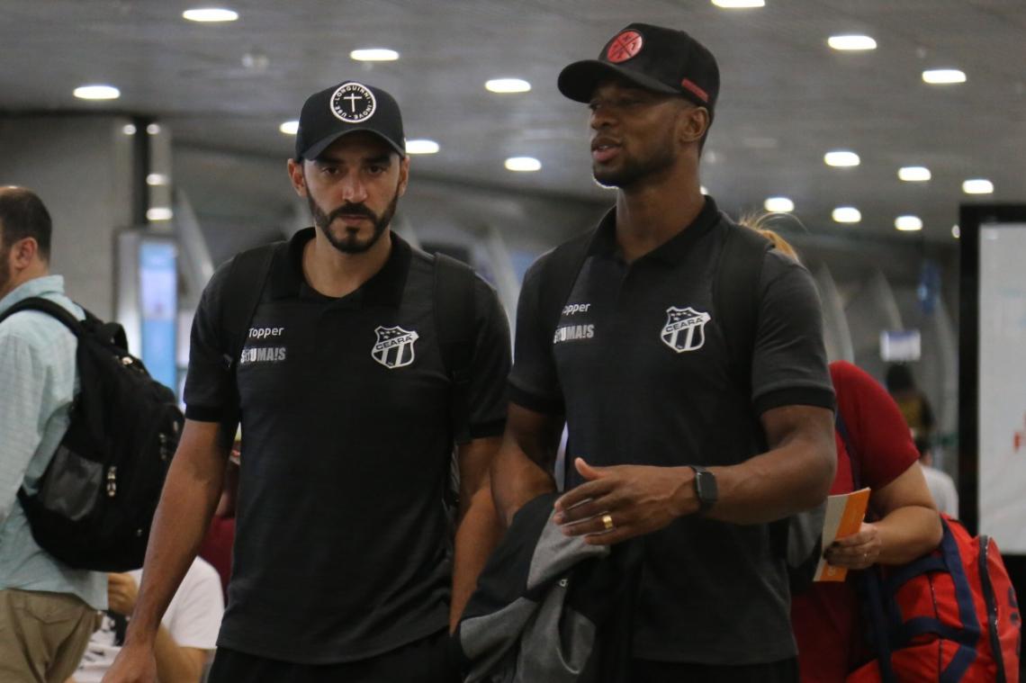 Delegação alvinegra embarcou até com jogadores que eram dúvidas, como Luiz Otávio