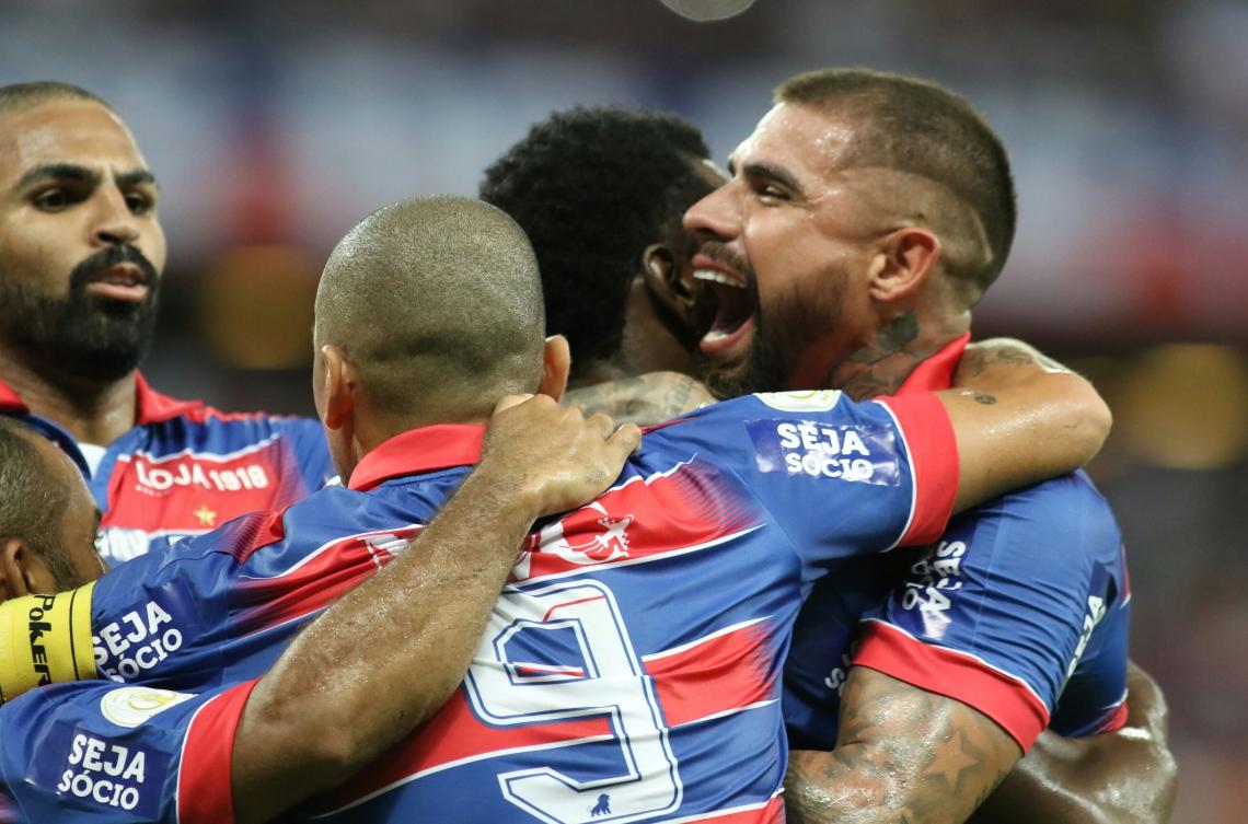 FORTALEZA,CE,BRASIL, 17-11-2019: Jogadores do Fortaleza comemoram gol. Fortaleza x CSA. Campeonato Brasileiro da Série A - Estádio Castelão.