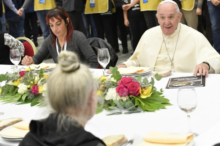 O Papa Francisco celebrou o Dia Mundial do Pobre com um almoço para 1,5  mil pessoas  (Foto: Divulgação/site Vatican News)