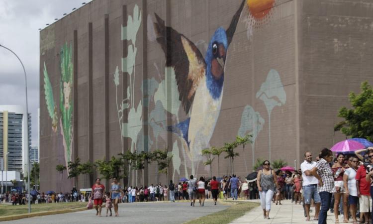 FORTALEZA, CE, BRASIL, 18.11.2019: Fila enorme no Mutirão da biometria, no Centro de Eventos (Fotos: Sandro Valentim/O POVO)