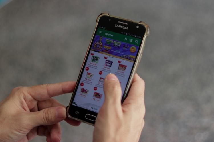 Entre as ações da campanha, estão o auxílio a pessoas idosas a utilizar o aplicativo da Mercadapp e o aconselhamento aos mais de 80 supermercados parceiros no sentido de reconfigurar as lojas