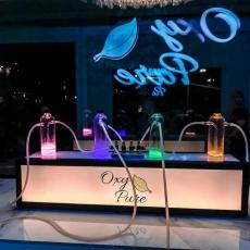 O ar vendido no local é servido em pequenos filamentos ligados a tubos com aromas específicos de oxigênio. Cada gosto tem uma finalidade para a saúde do consumidor
