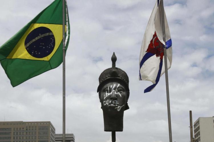 Estátua em homenagem a Zumbi dos Palmares fica na Praça Onze, no centro do Rio de Janeiro, RJ (Foto: Ale Silva/Futura Press/Folhapress)