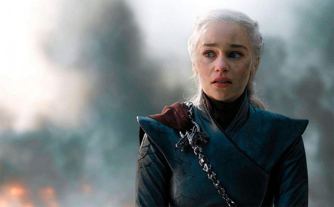 A atriz Emilia Clarke, a Daenerys de Game Of Thrones, revelou ter sido pressionada a gravar cenas de nudez para não decepcionar os fãs da série.