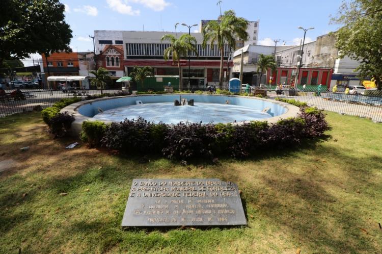 Fonte foi retirada como uma das intervenções das obras de restauração da praça realizada pela Prefeitura de Fortaleza