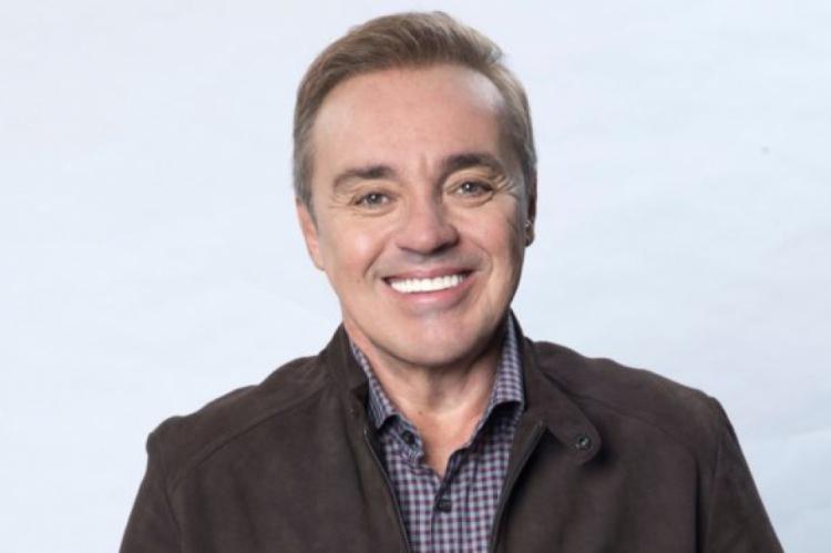 O apresentador Gugu Liberato sofreu um acidente doméstico em sua casa nos Estados Unidos e foi hospitalizado.