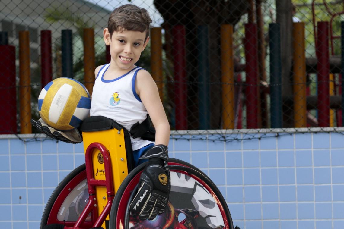 João Felipe Albuquerque - menino com deficiência na coluna. (Fotos: Deísa Garcêz/Especial para O Povo)