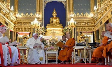 Antes de chegar ao Japão, Papa Francisco visitou a Tailândia.