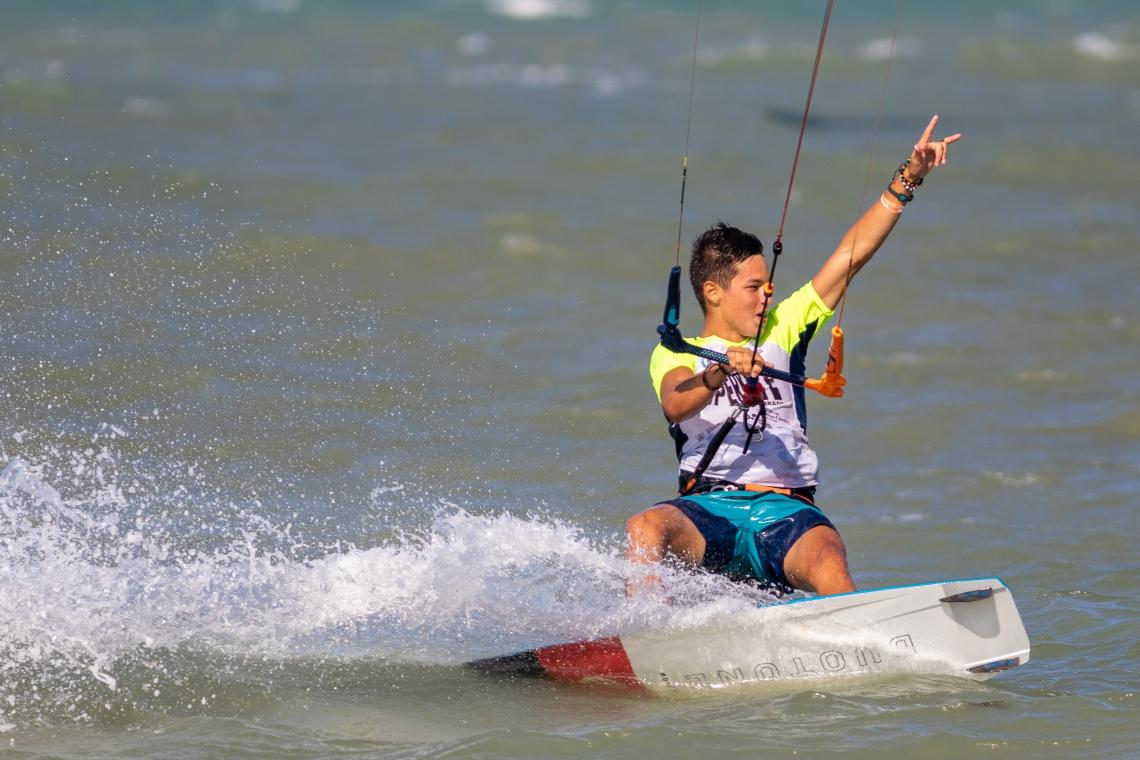 O colombiano Valentin Rodriguez, 17 anos, foi o grande campeão da sétima etapa da Liga Mundial de Kiteboard