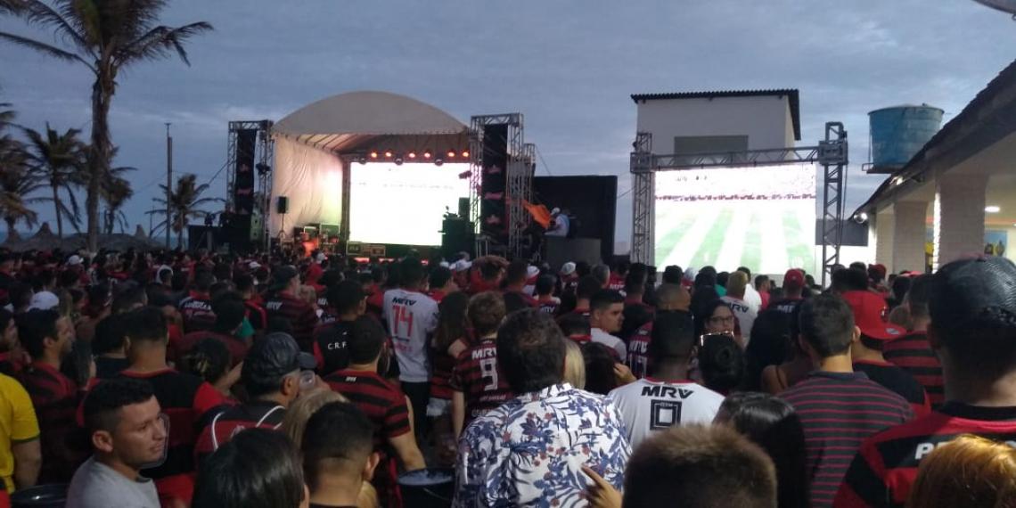 Torcida assiste a final da Libertadores na Praia do Futuro