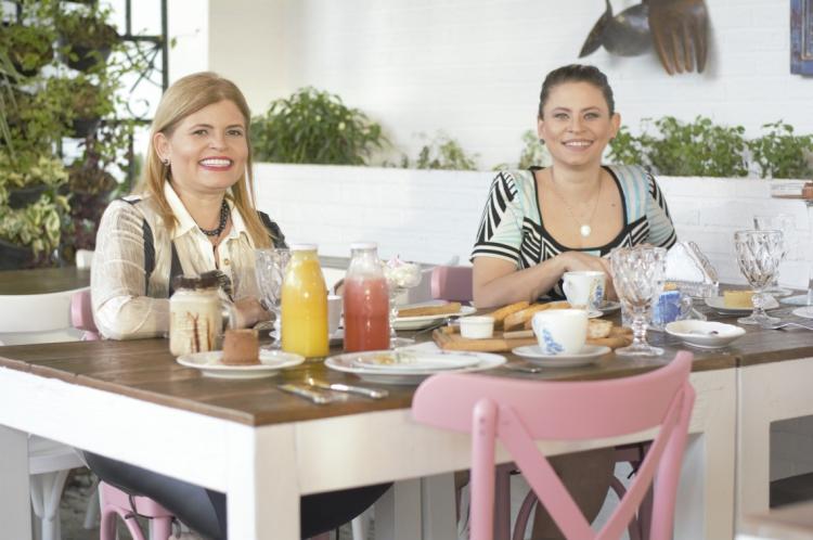 As empresárias Adriana Miranda e Valesca Henrique comemoram o momento de expansão