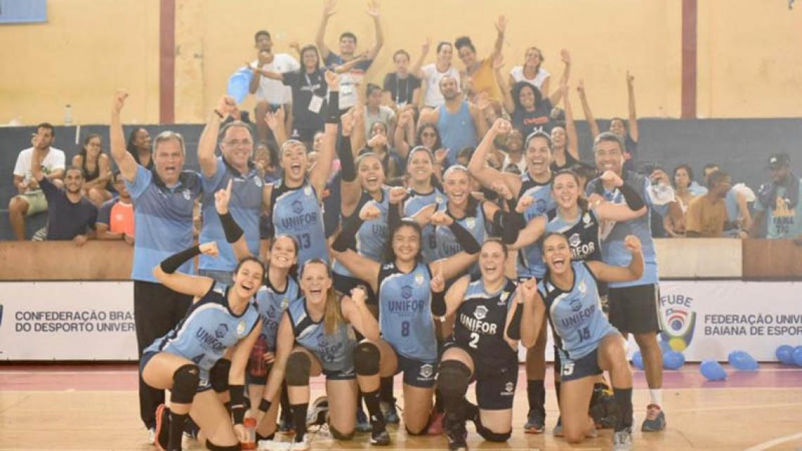 Equipe de voleibol feminino da Unifor que venceu os Jogos Universitários Brasileiros neste ano