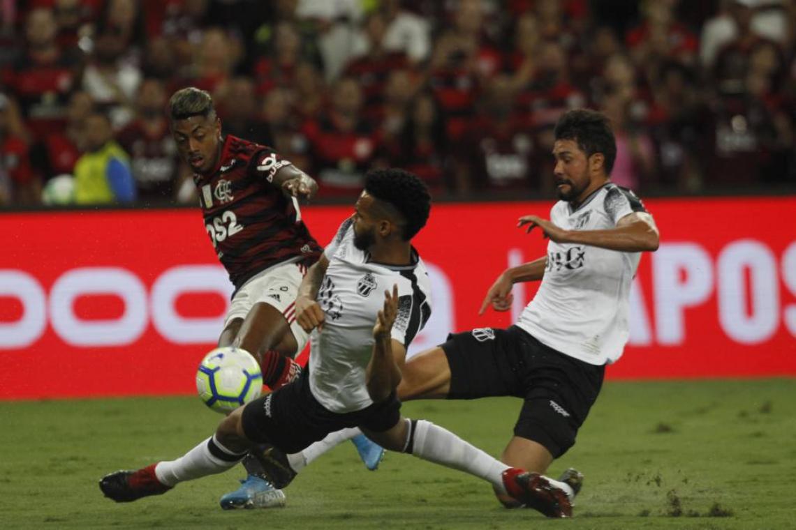 Com hat-trick de Bruno Henrique, Flamengo aplicou 4 a 1 no Ceará