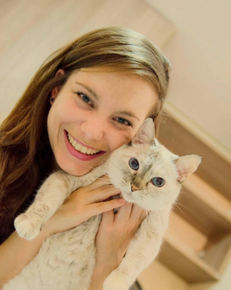 Mayara informa sobre os cuidados com a alimentação do pet.
