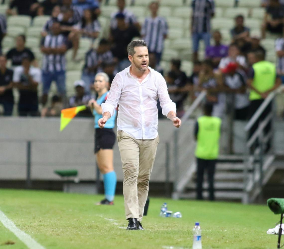 Argel Fucks fez sua estreia no comando do Ceará com empate em 1 a 1 com Athletico-PR
