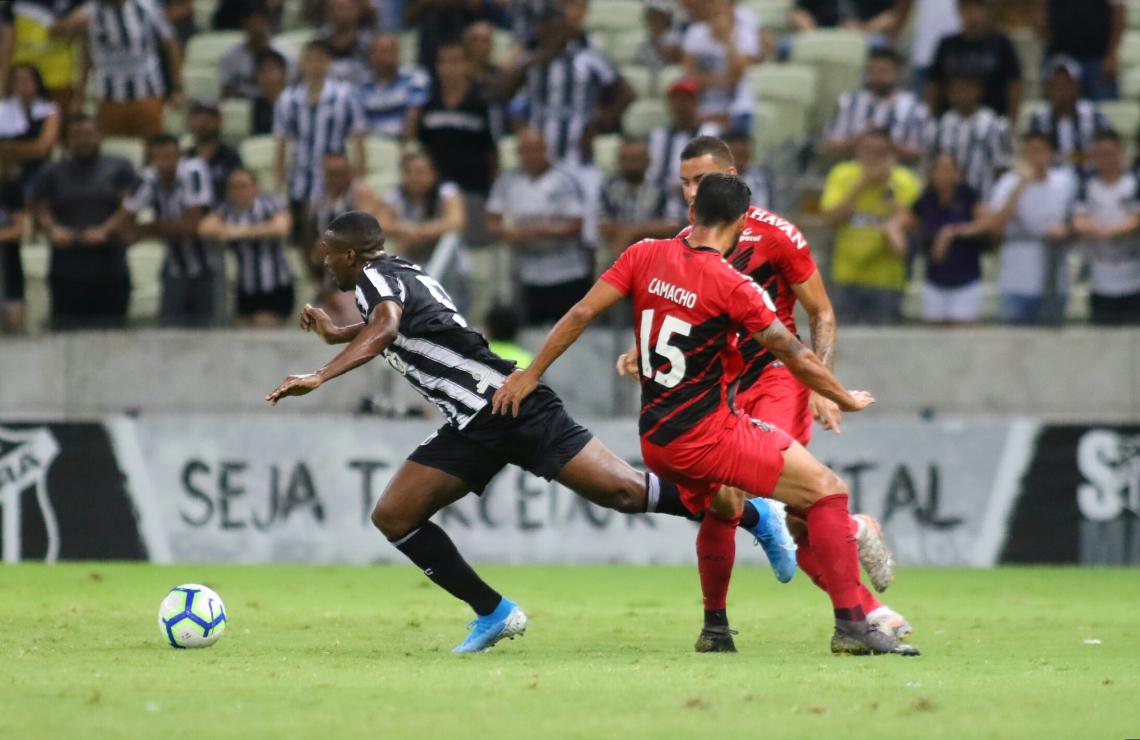 Ceará x Athletico-PR - A partida acontece na Arena Castelão e é válida pela 36ª rodada do Campeonato Brasileiro
