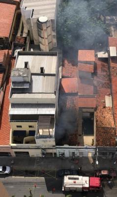 Vizinhança tomou susto com ocorrência de incêndio em imóvel na avenida Visconde do Rio Branco