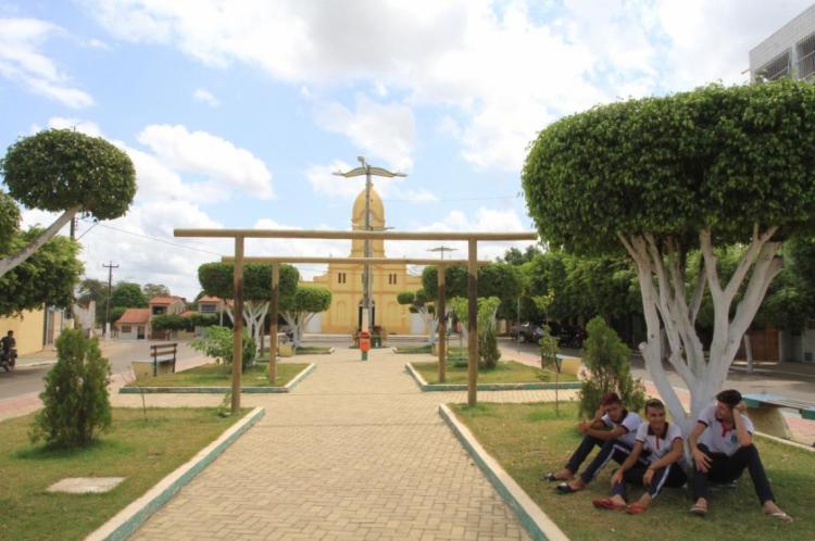 Praça em Aracoiaba, onde eleitores vão às urnas neste domingo