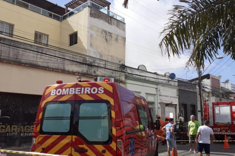 Incêndio em imóvel na avenida Visconde do Rio Branco, no bairro Joaquim Távora