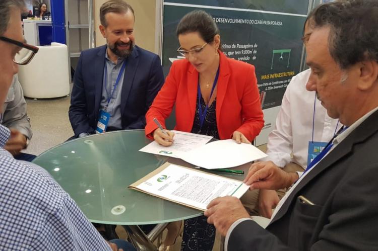 Contrato foi assinado por representantes do Porto do Mucuripe e da empresa MDN Mineração