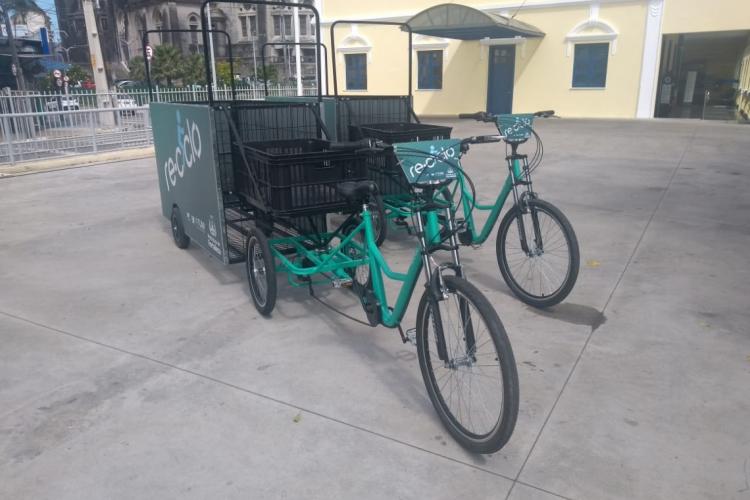 Os novos carrinhos serão cedidos para catadores cadastrados junto a prefeitura (Foto: Alexia Vieira/ Especial para O POVO)