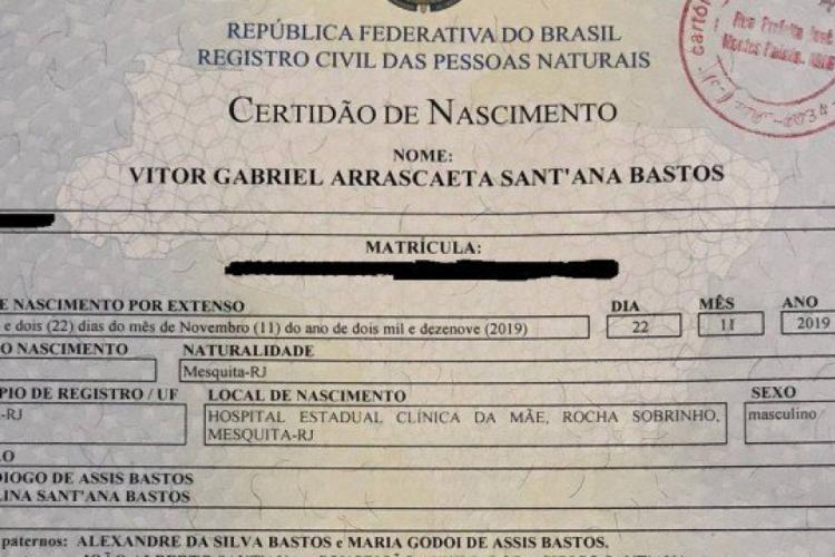 O nome é uma homenagem ao irmão de Alex, enquanto os sobrenomes fazem referência ao atacante e ao meio-campista do Flamengo (Foto: Reprodução)
