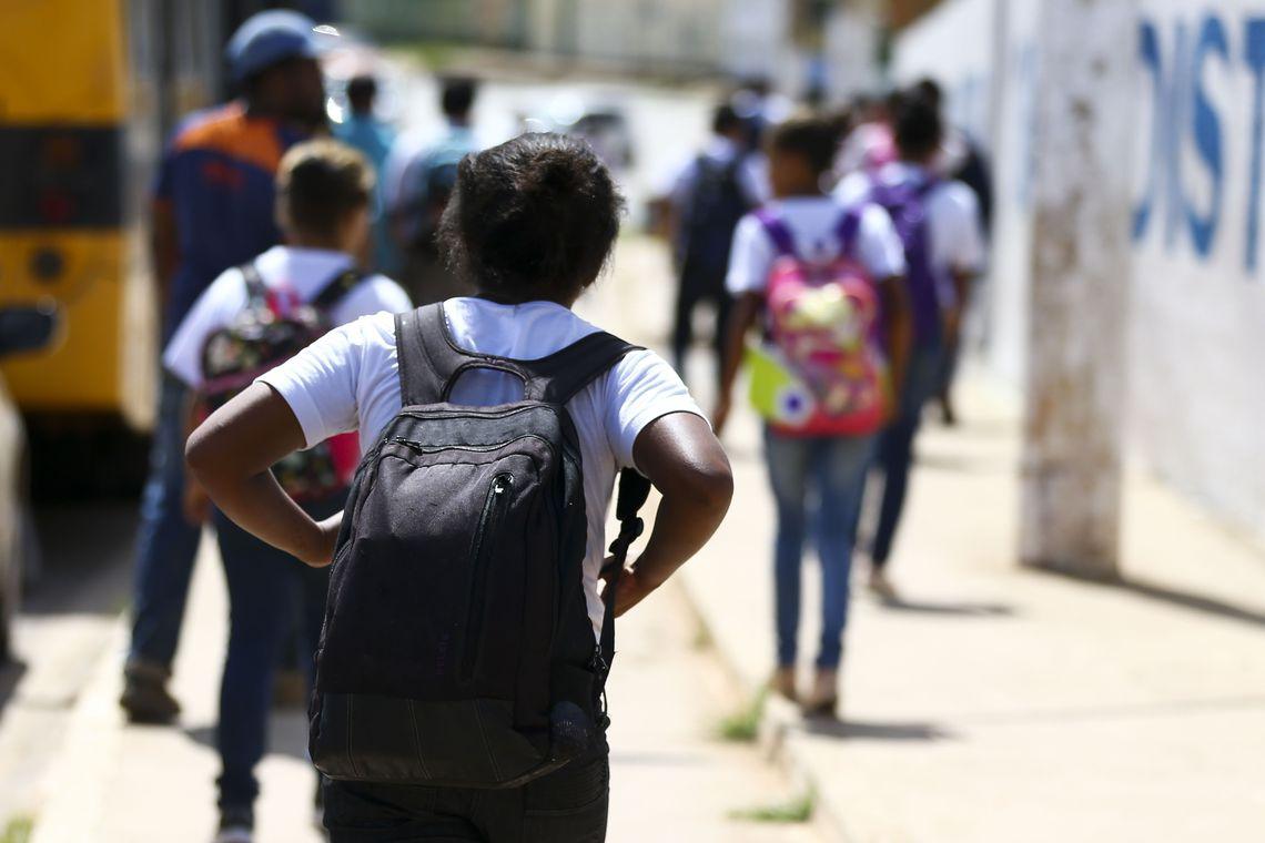 Aulas foram suspensas em escolas de 18 estados. No Ceará, escolas públicas e privadas suspenderam as aulas por pelo menos 15 dias, a partir desta terça-feira.