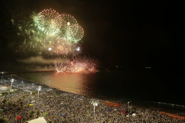 O barulho dos fogos de artifício incomoda idosos, doentes, crianças, pessoas com autismo e animais domésticos
