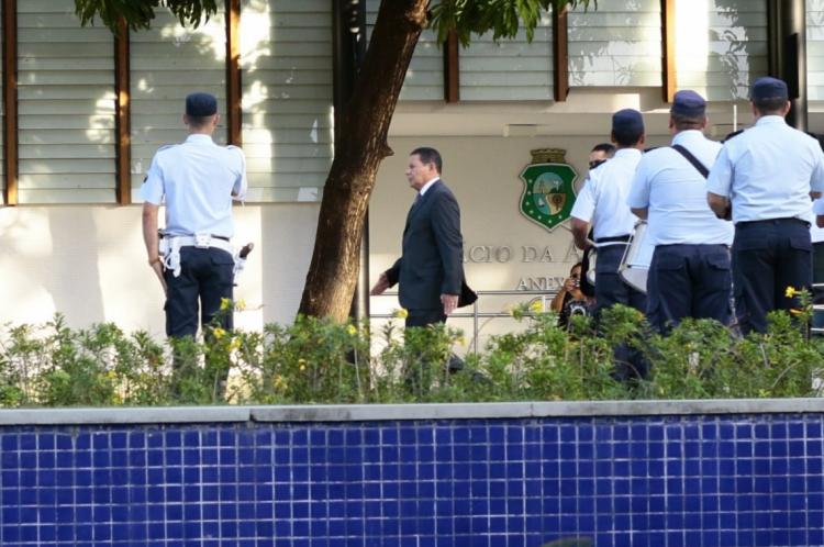 Mourão chegou no Palácio da Abolição na tarde desta quarta-feira