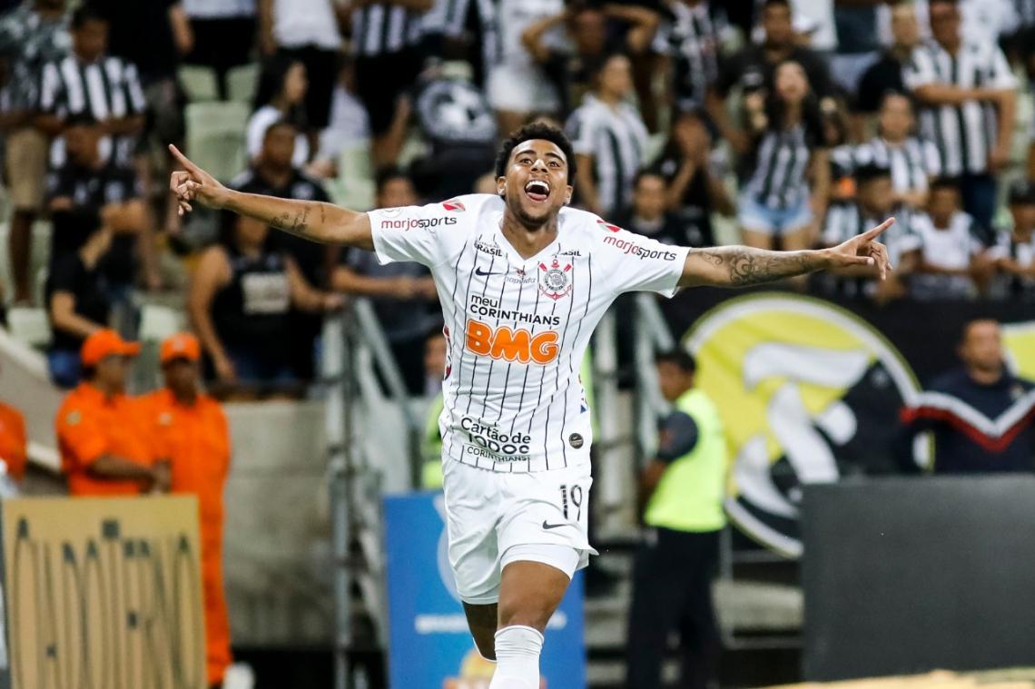 Gustagol celebra o gol da vitória sobre o Ceará