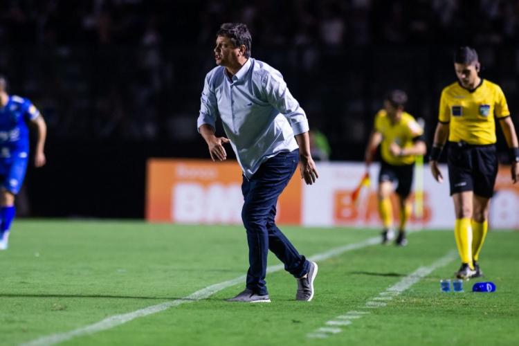 Técnico Adílson Batista terá problemas para escalar sua equipe no domingo  (Foto: Bruno Haddad/ Cruzeiro)