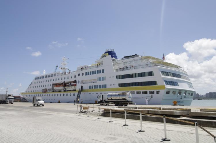 Chegada do navio Hamburgo em Fortaleza sendo o primeiro da estação  (Sandro Valentim/O POVO)