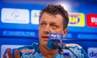 Adílson treinou o Cruzeiro nos últimos três jogos do clube.