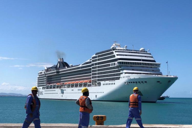 Transatlântico chegou por volta das 13 horas deste domingo, 8 (Foto: Divulgação/TMP)