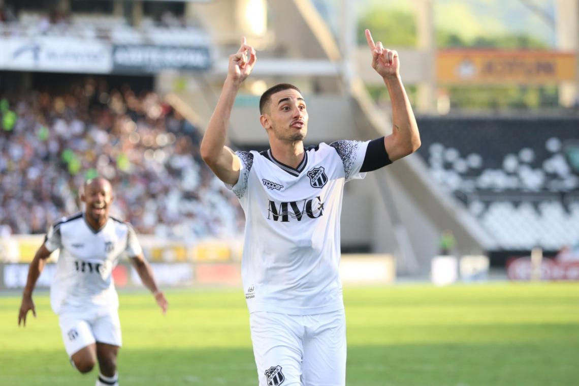Thiago Galhardo marcou o gol que garantiu a permanência do time na Série A.