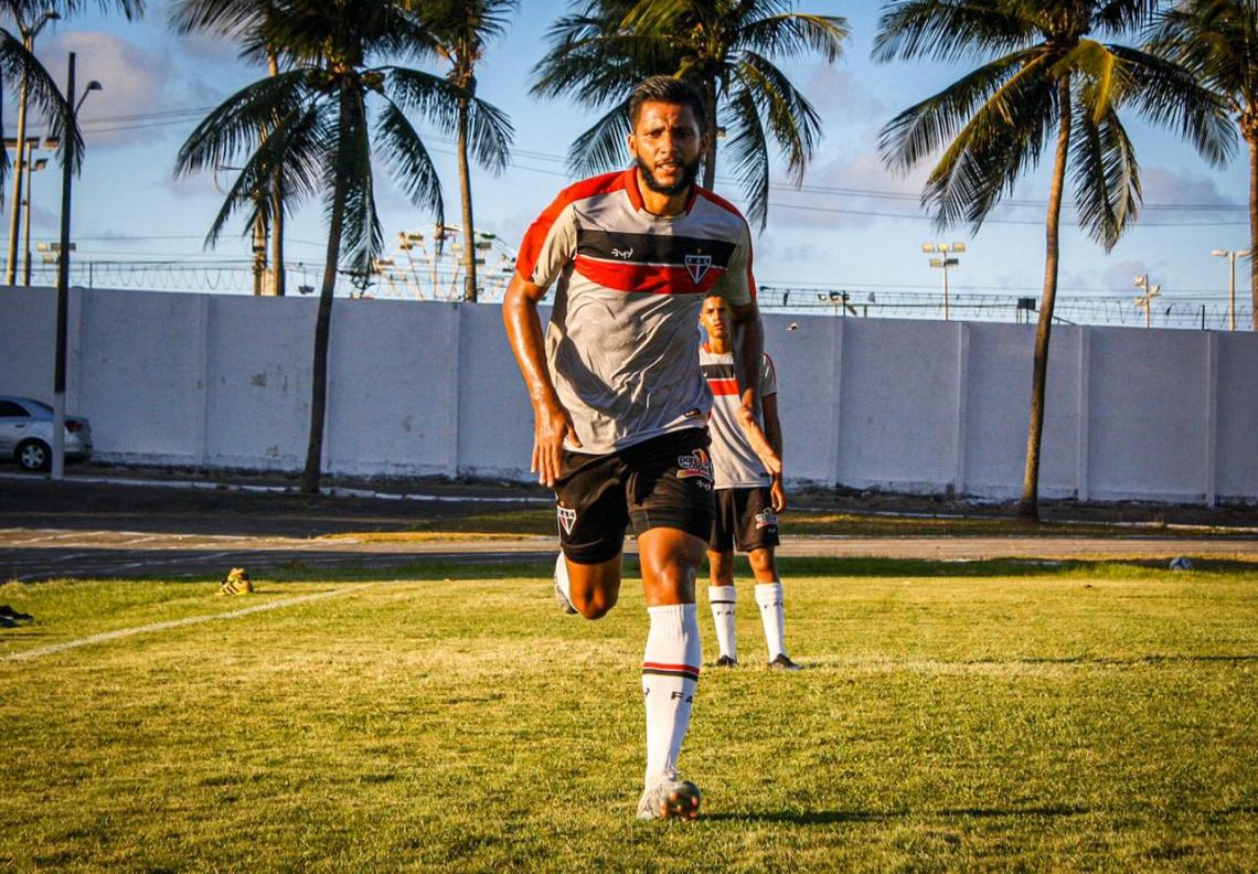 Magno Alves já treina com o grupo na Barra do Ceará (Foto: Lenilson Santos / Ferroviário AC)