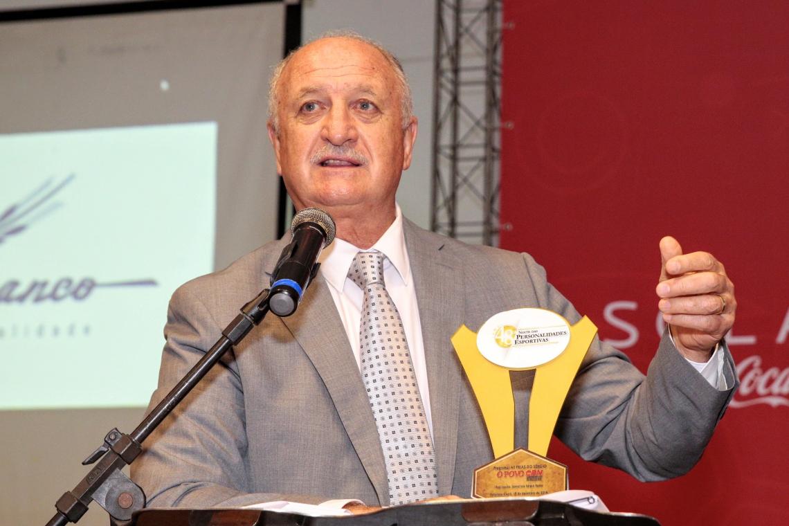 Felipão discursa ao receber o prêmio Flávio Ponte de personalidade esportiva de todos os tempos