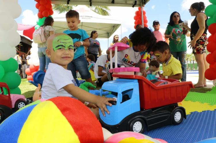 Entidades filantropicas fazem o Natal das crianças com câncer na Cidade Alphaville