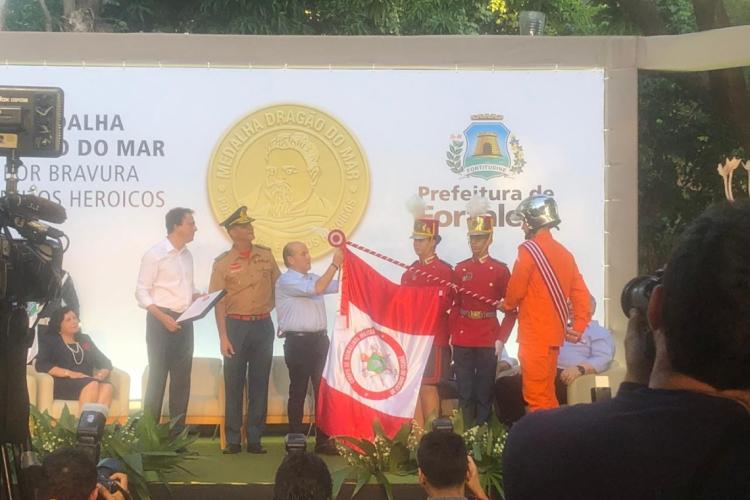 Entrega da Medalha Dragão do Mar ao Corpo de Bombeiros (Foto: Jéssika Sisnando)