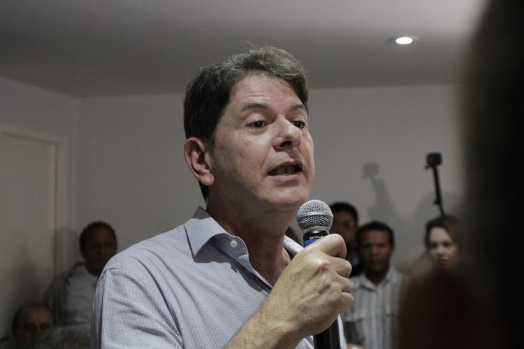 Opinião de Cid Gomes sobre abertura de impeachment de Jair Bolsonaro é mais alinhada a Camilo Santana do que a Ciro Gomes (Foto: Sandro Valentim)