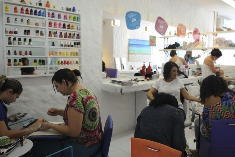 Os salões de beleza iniciam nesta fase de transição da retomada gradual (Foto: Elza Fiúza/Agência Brasil)