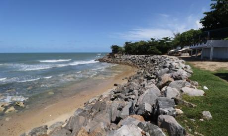 Avanço do mar na praia de Iparana, em Caucaia, resultado do processo erosivo na zona costeira