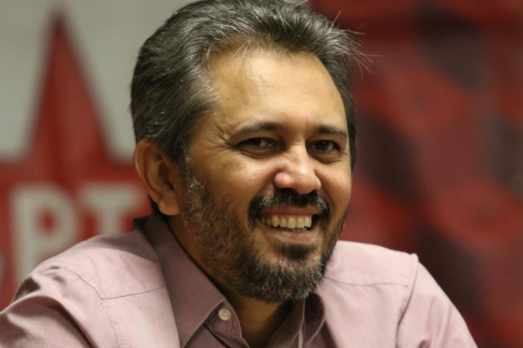 Elmano foi escolhido como candidato do PT à Prefeitura de Caucaia (Foto: FÁBIO LIMA/O POVO)