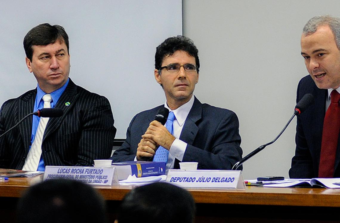 Lucas Rocha Furtado (ao centro) ficou 14 anos a frente da Procuradoria-Geral do MP no Tribunal de Contas da União