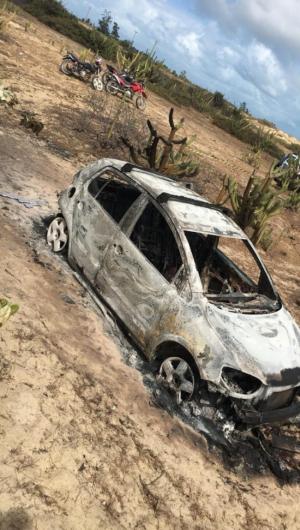Dois corpos foram encontrados carbonizados dentro de um veículo na manhã deste domingo, 15, no município de Paracuru