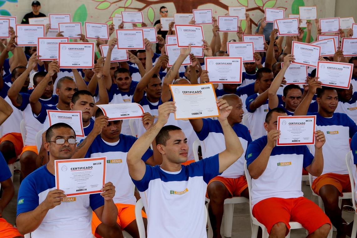 Presos da unidade Antonio Sobreira recebem certificados de conclusão de cursos do Senai