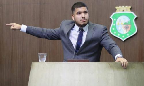André Fernandes foi suspenso por 30 dias