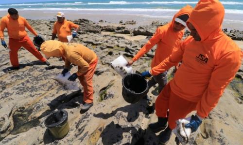 Vazamento de óleo atingiu praias do Brasil